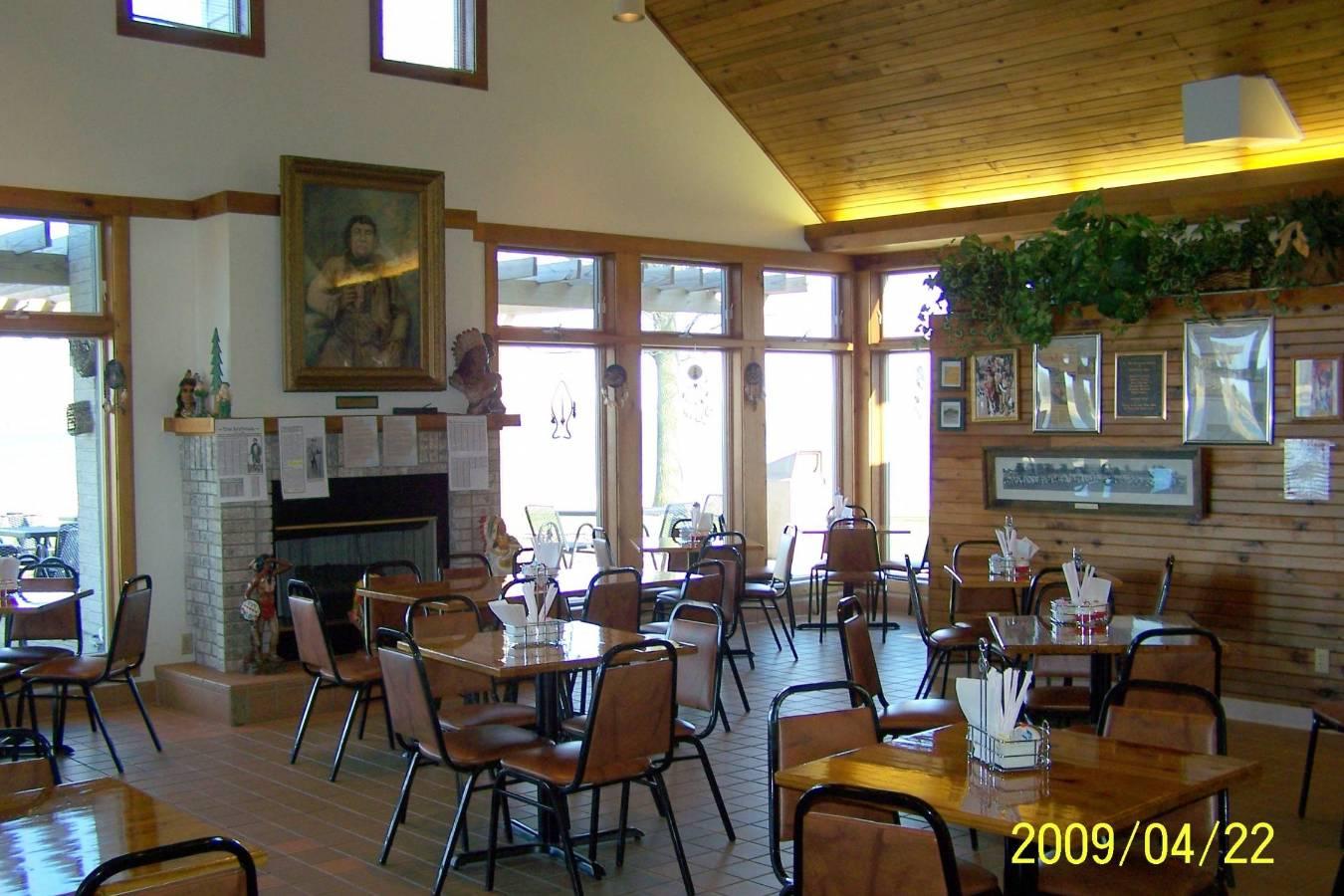 Pokanoka's Restaurant... Inside3.jpg