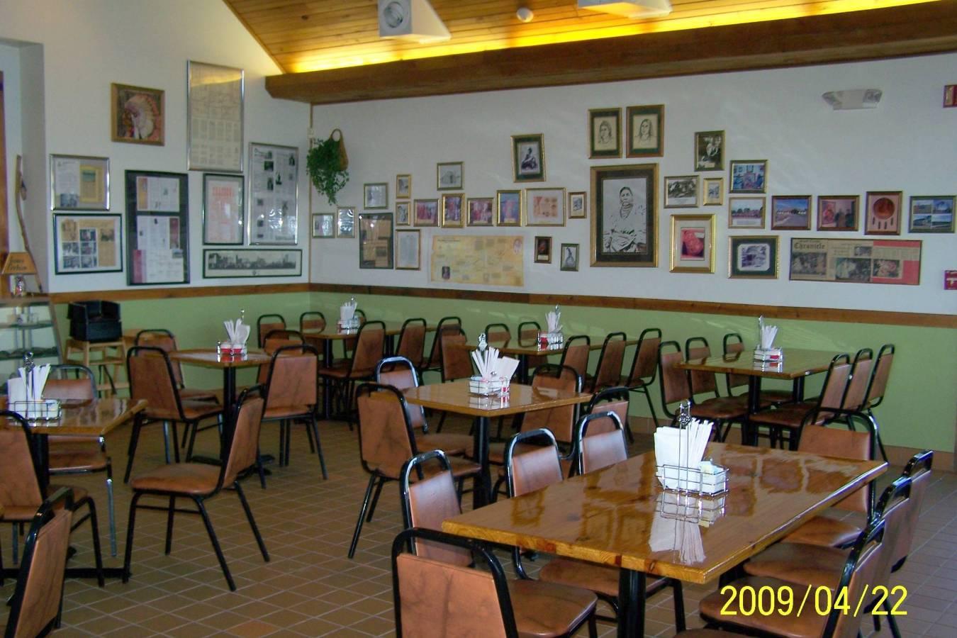 Pokanoka's Restaurant... Inside.jpg