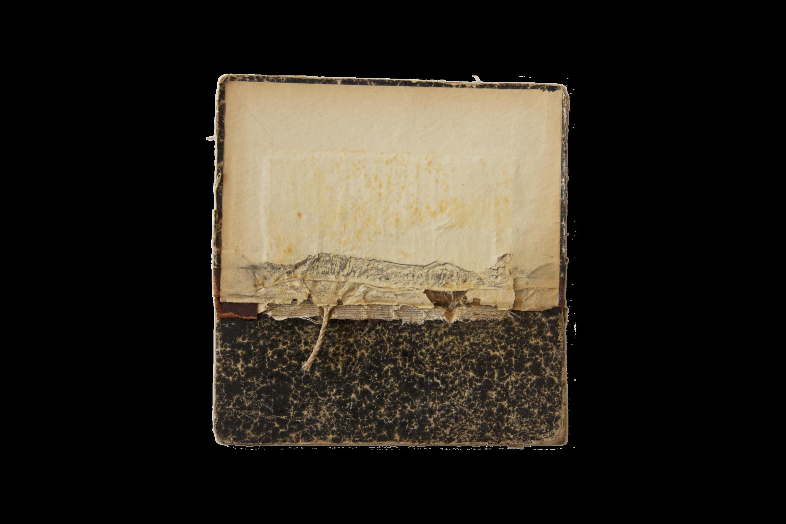 M_17,5 x 17_Grafito sobre tapa de libro_2015.png