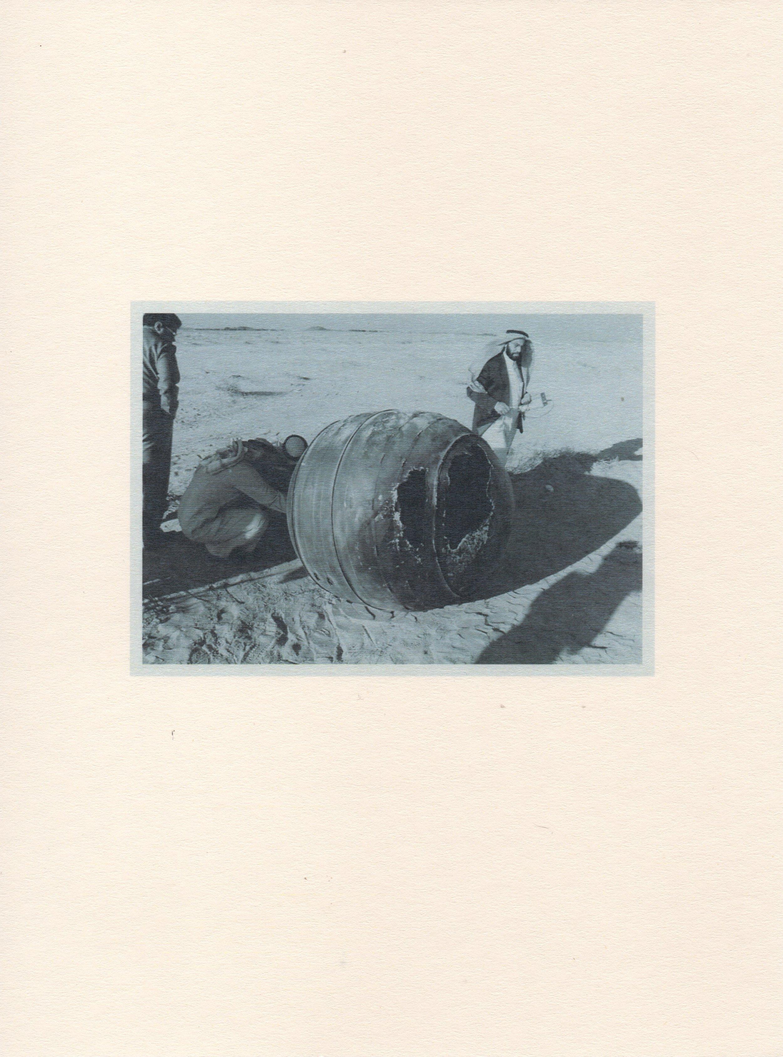 """""""Caídos del cielo""""   impresión digital + piedra Goetita Ematite   Impresión: 17 x 20,7 cm ; Piedra: 4,5 x 4 x 4 cm   Serie de 61 impresiones   2015  ARABIA SAUDITA, 2001"""
