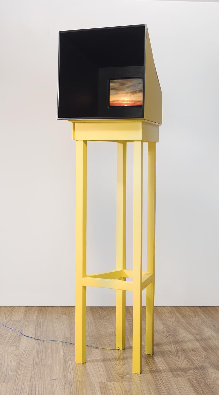"""""""Ilusos""""   Vídeo escultura   13 min.   170 x 20 x 30 cm   Ed. 1/3   2016"""