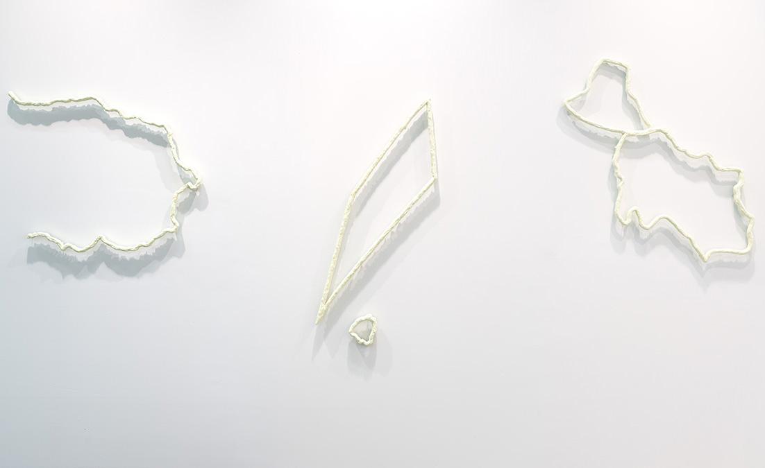 ARTBO, 2016  Vista de Rayo Verde  De izquiera a derecha: Rayo Verde (Delphine), Rayo Verde (Rohmer), Rayo Verde (Verne) | Madera, caseína y pintura verde | 2016