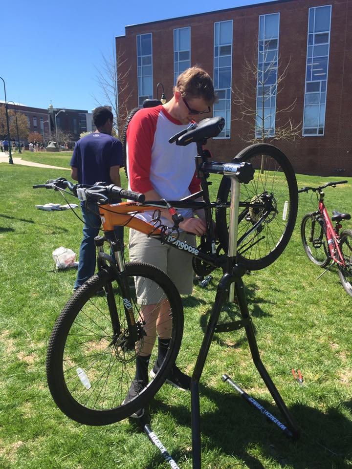 Members of SU's bike club provided free tune ups.