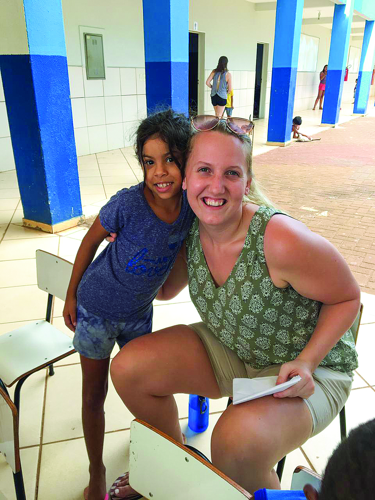 Fully immersing herself in the Brazilian culture, Hannah Lougheed '17 volunteers and offers classes in her community.