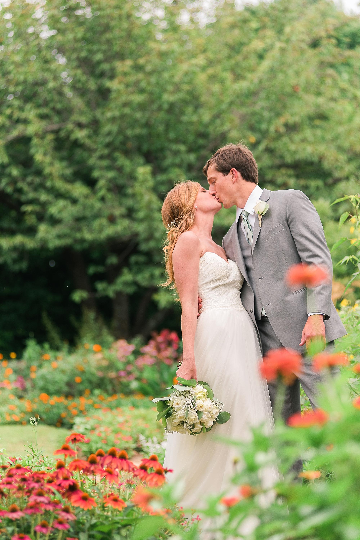 romantic-garden-wedding-photos