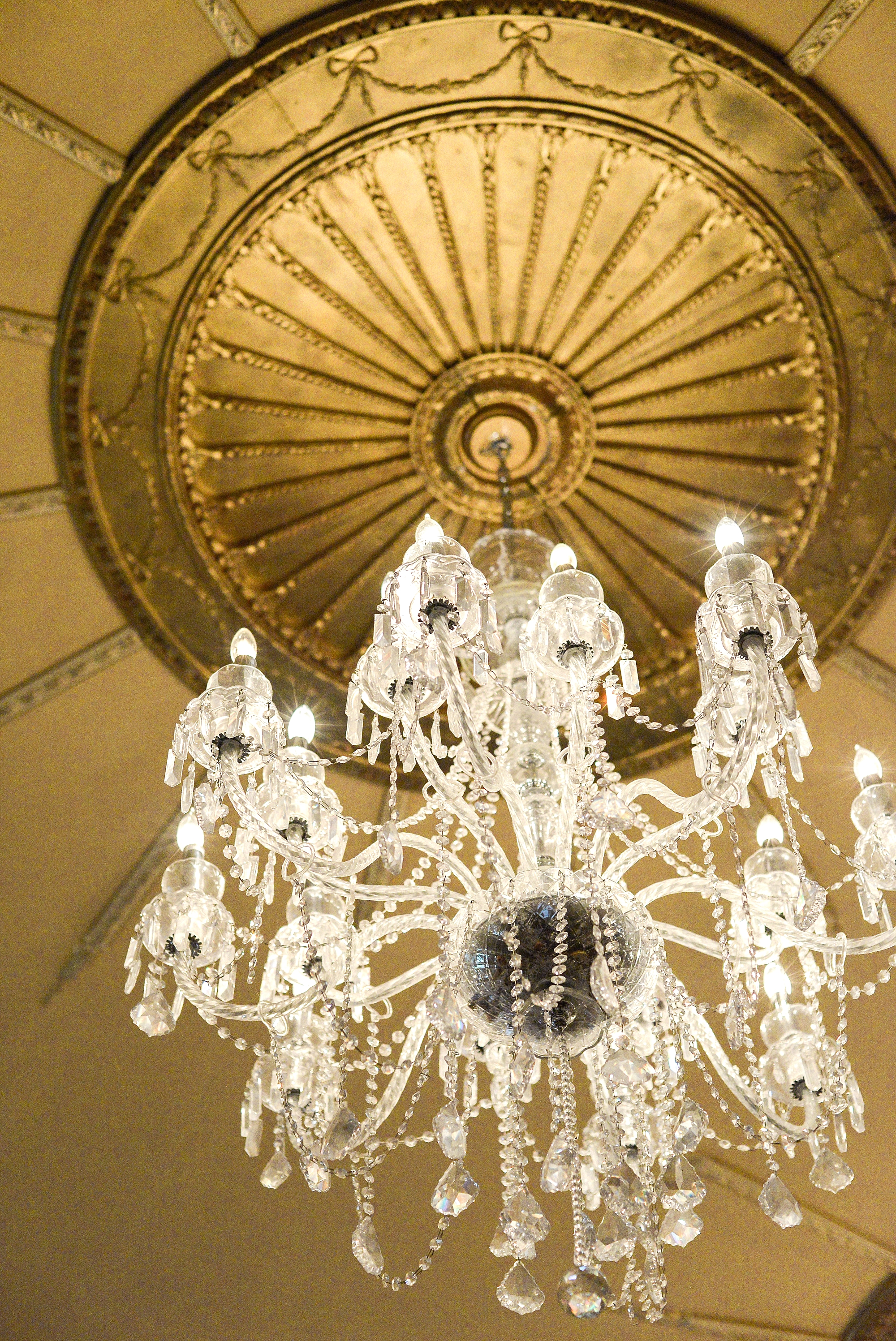 chandeliers-castle-post