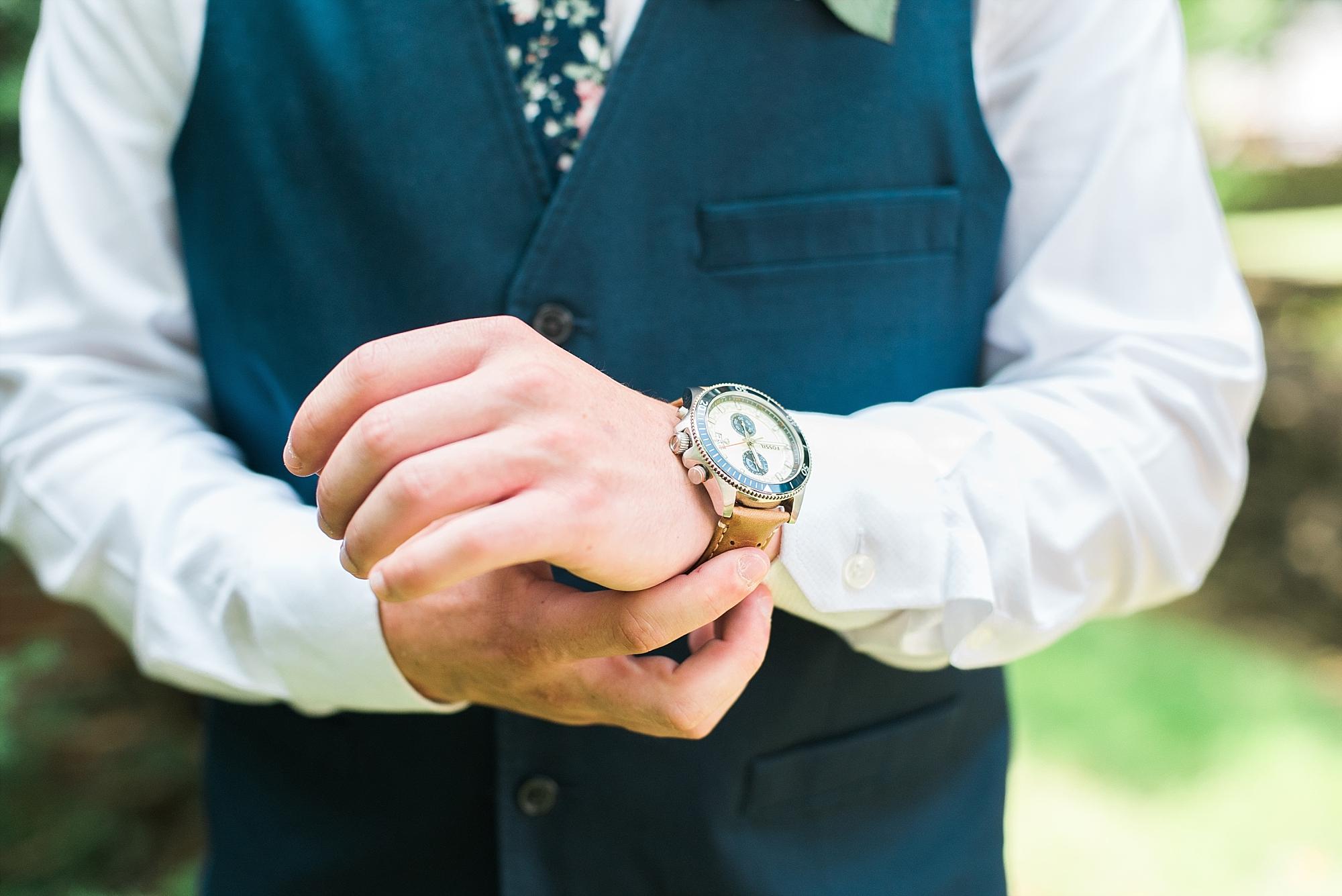 groom-watch-details