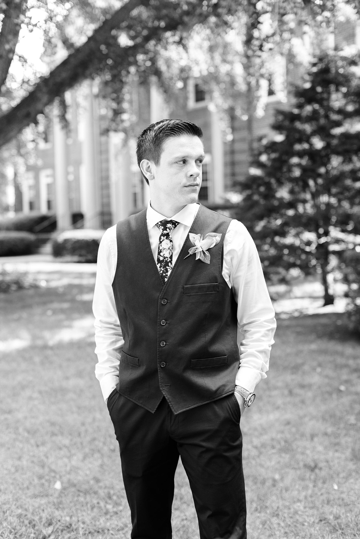 groom-black-white
