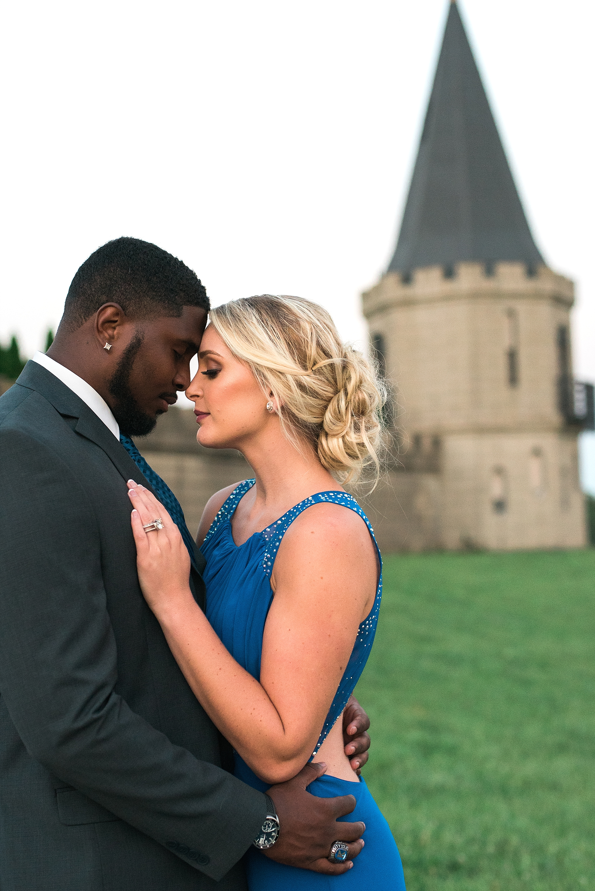 engagement-session-at-castle-in-ky