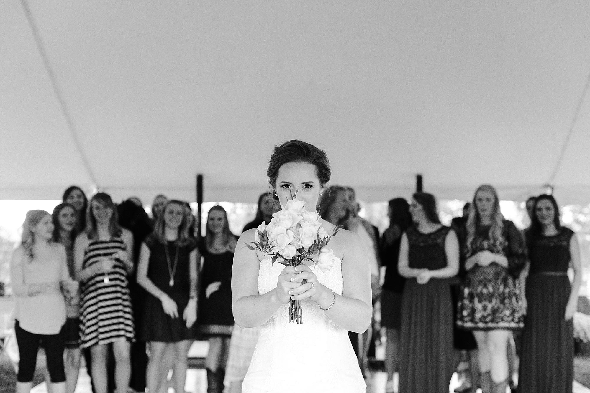 bouquet-toss-reception
