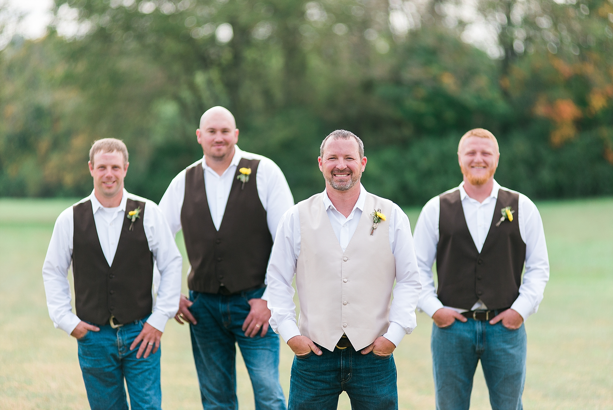 groomsmen-country-wedding