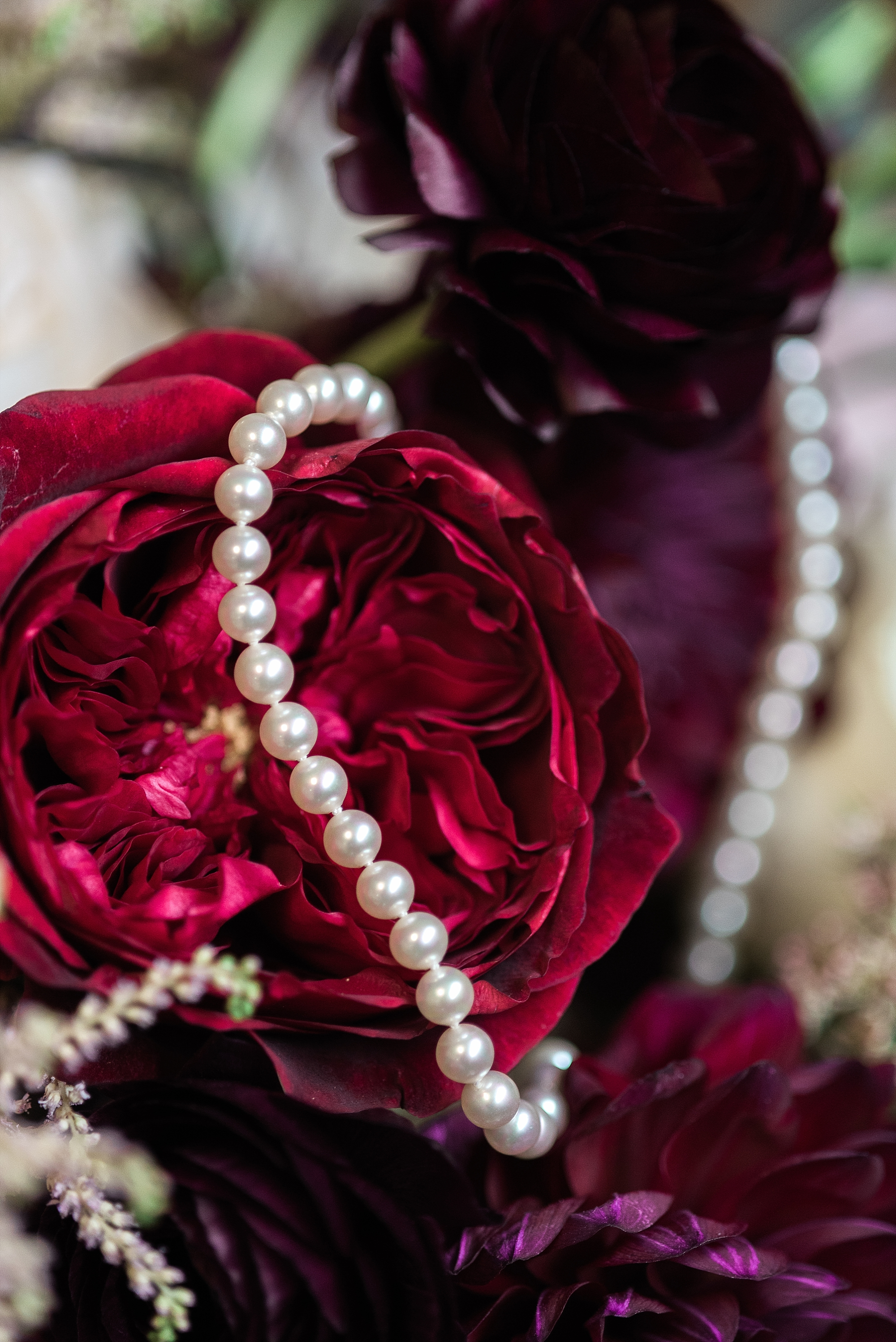 pearls-roses-bouquet