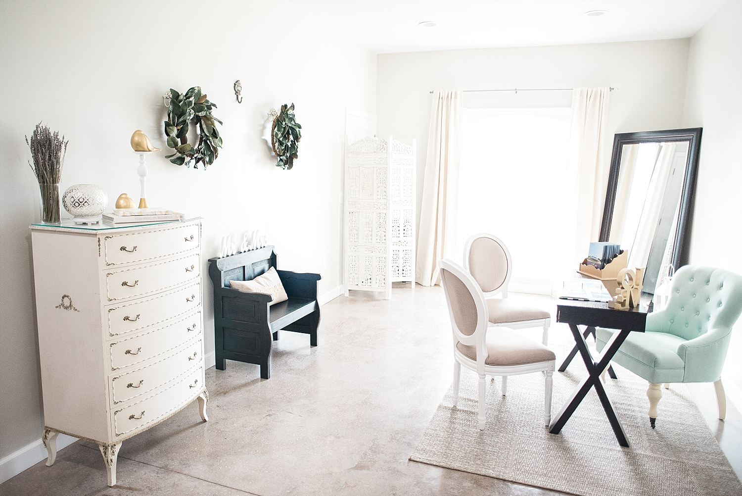 I love this light and airy bridal suite!