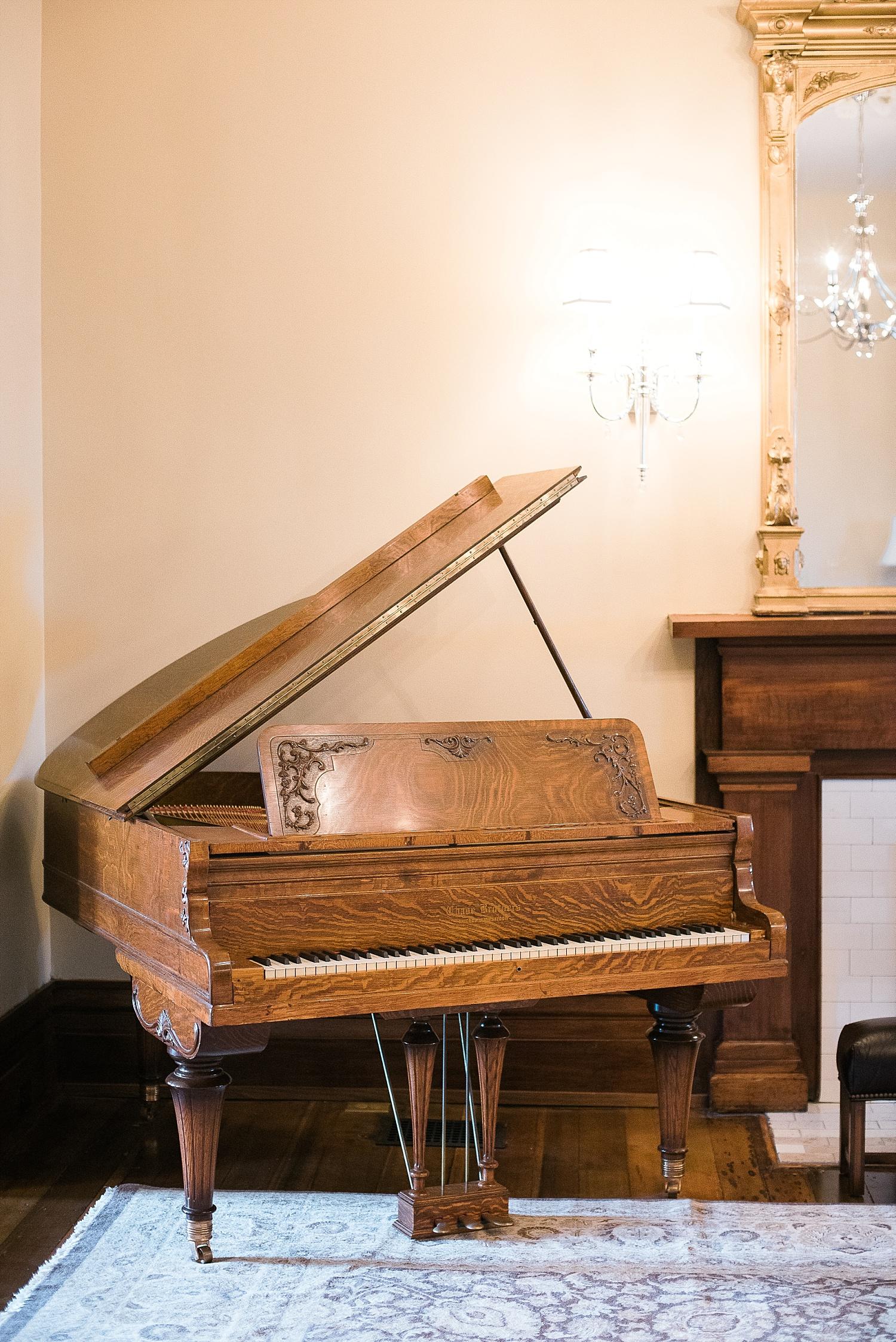 Love this antique piano!