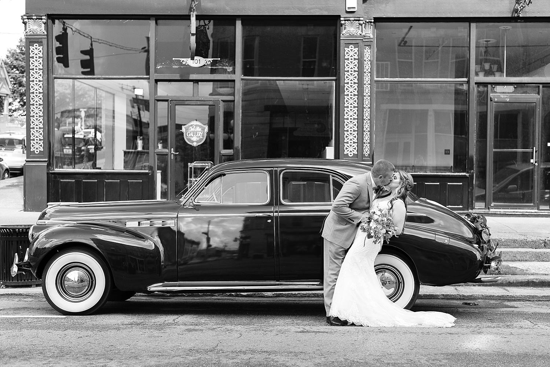 classic-car-bride-groom