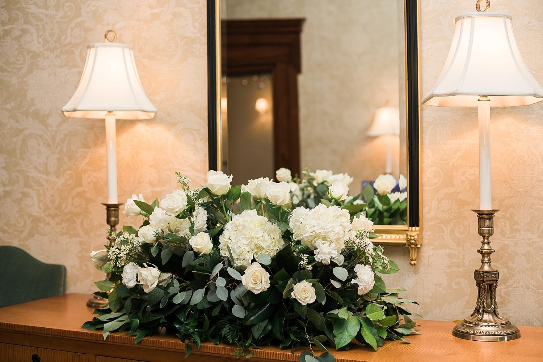 centerpieces-in-foyer