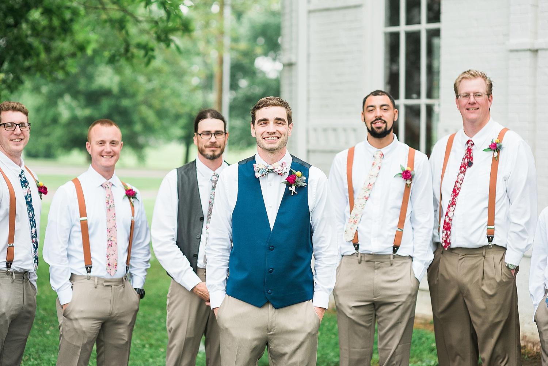 groomsmen-attire-suspenders
