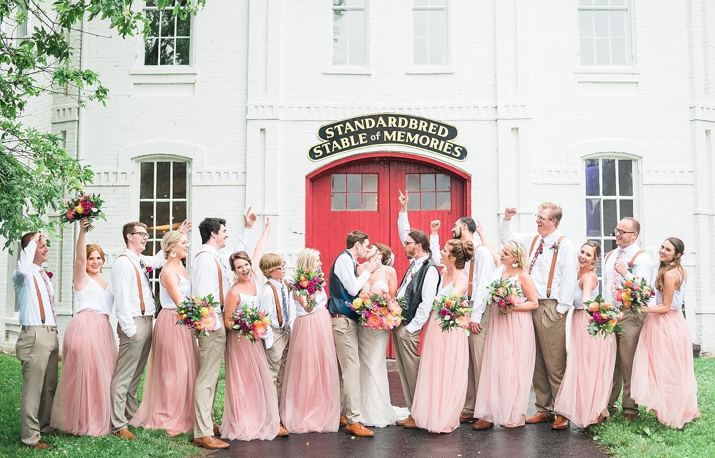 wedding-party-round-barn