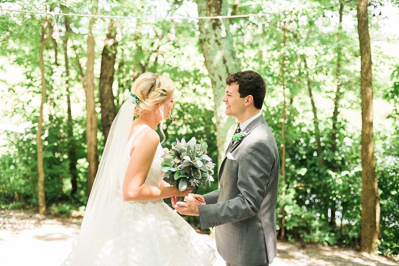 first-look-bluegrass-wedding-barn