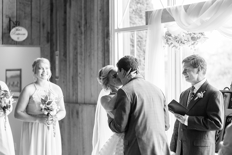 bluegrass-wedding-barn-barn-ceremony