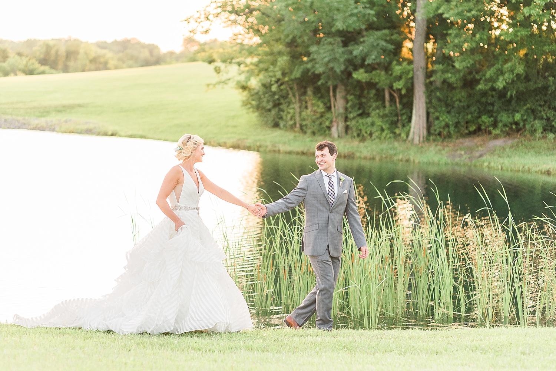 bluegrass-wedding-barn-pond