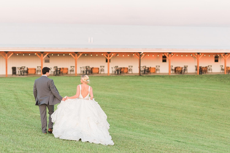 bluegrass-wedding-barn-sunset