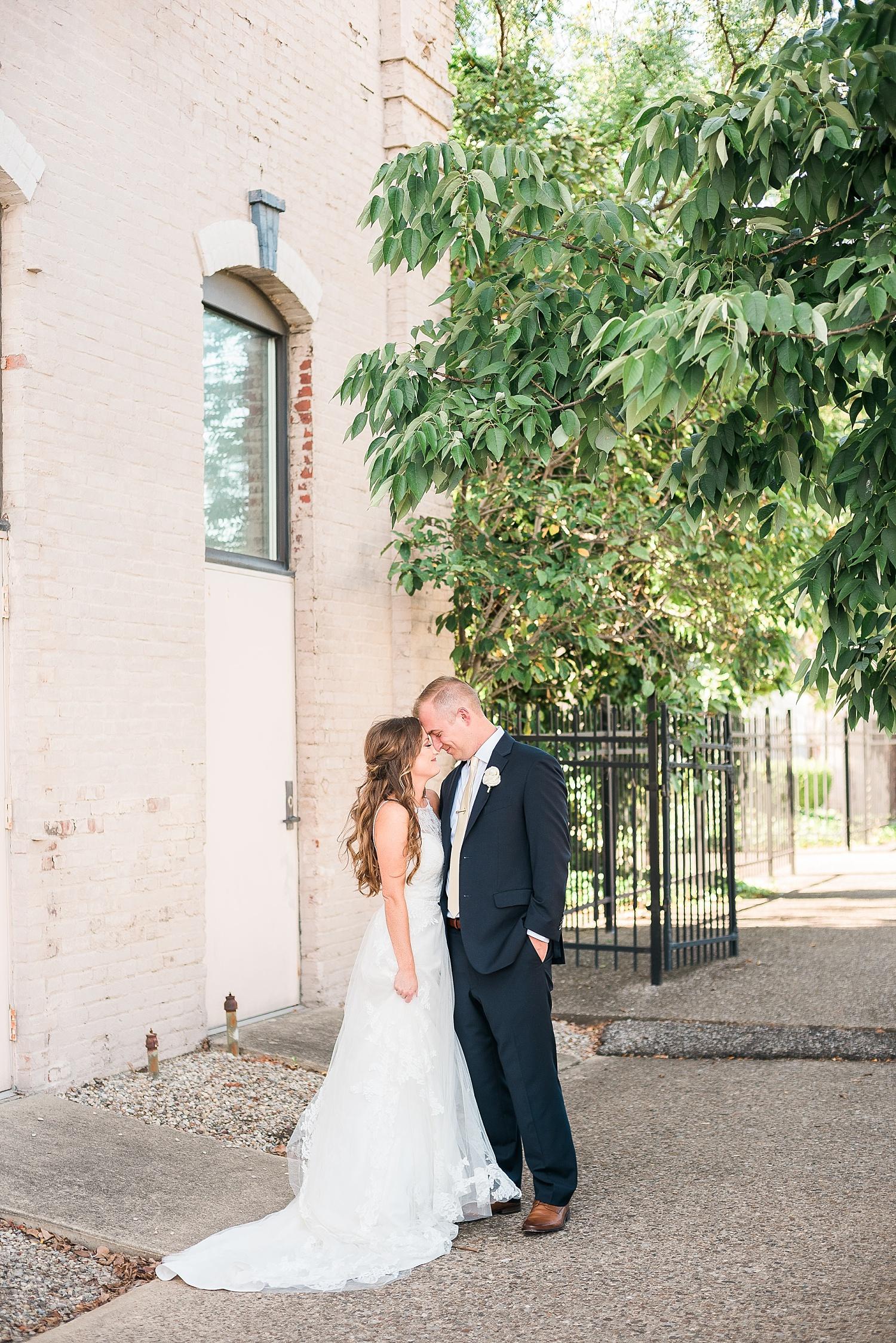 best-louisville-wedding-photographers