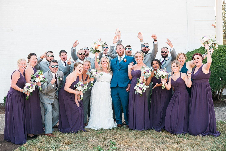 fun-wedding-party-poses