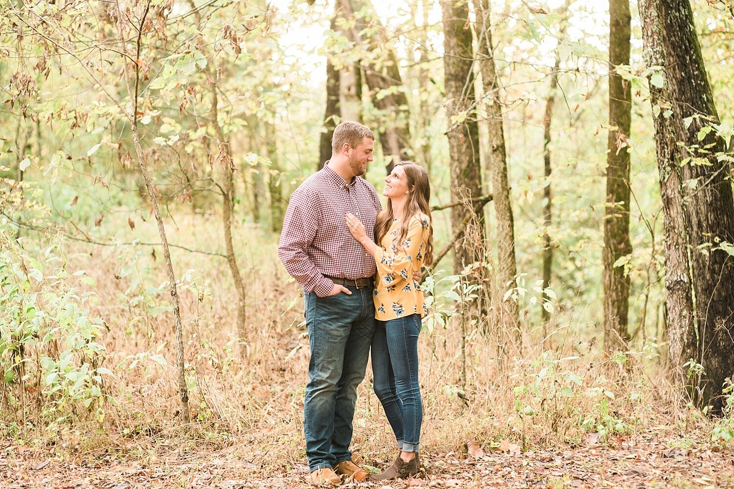 engagement-sessions-in-woods