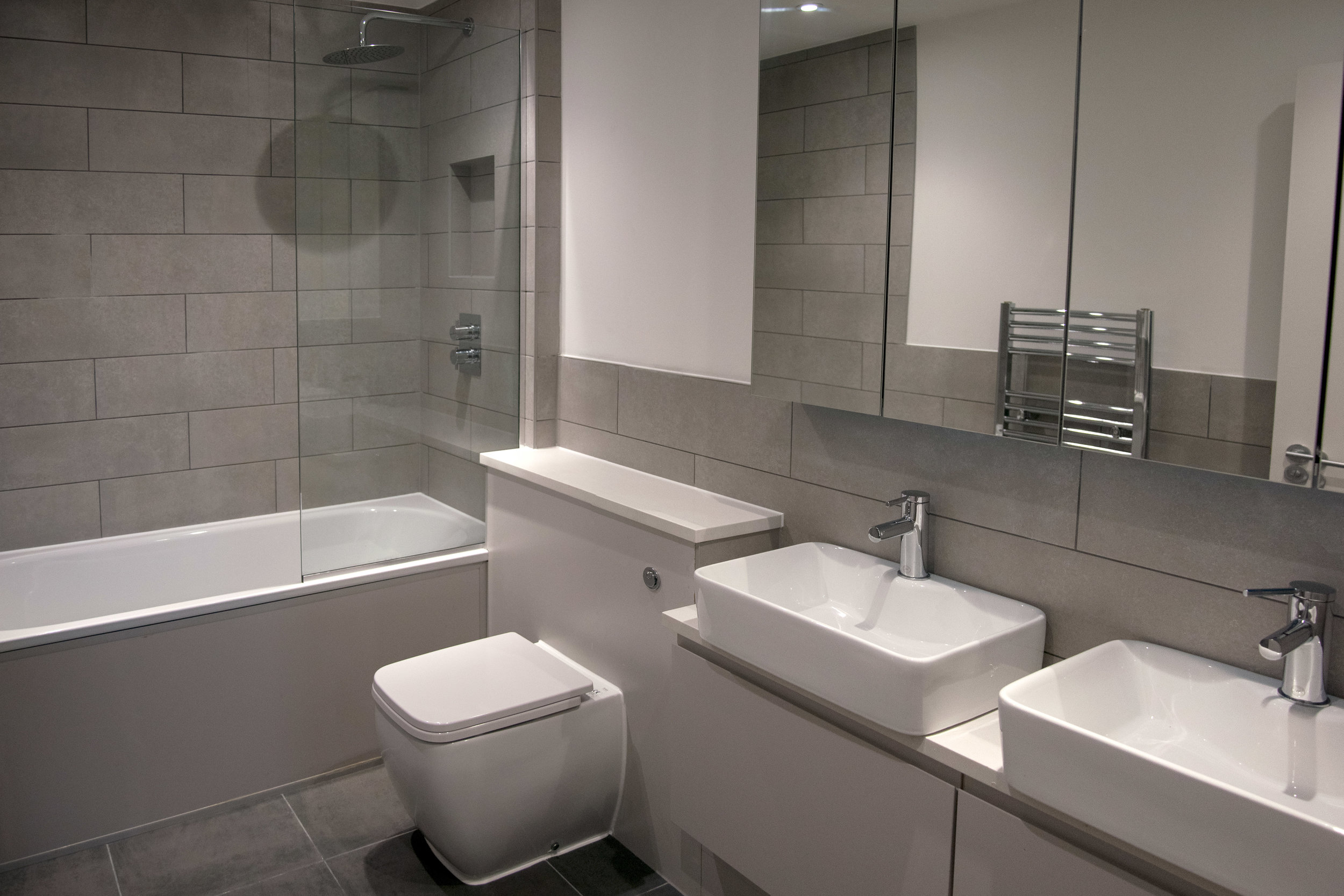 main-bathroom-wide-ground-floor-flat--1--radbourne-road-DCP.jpg