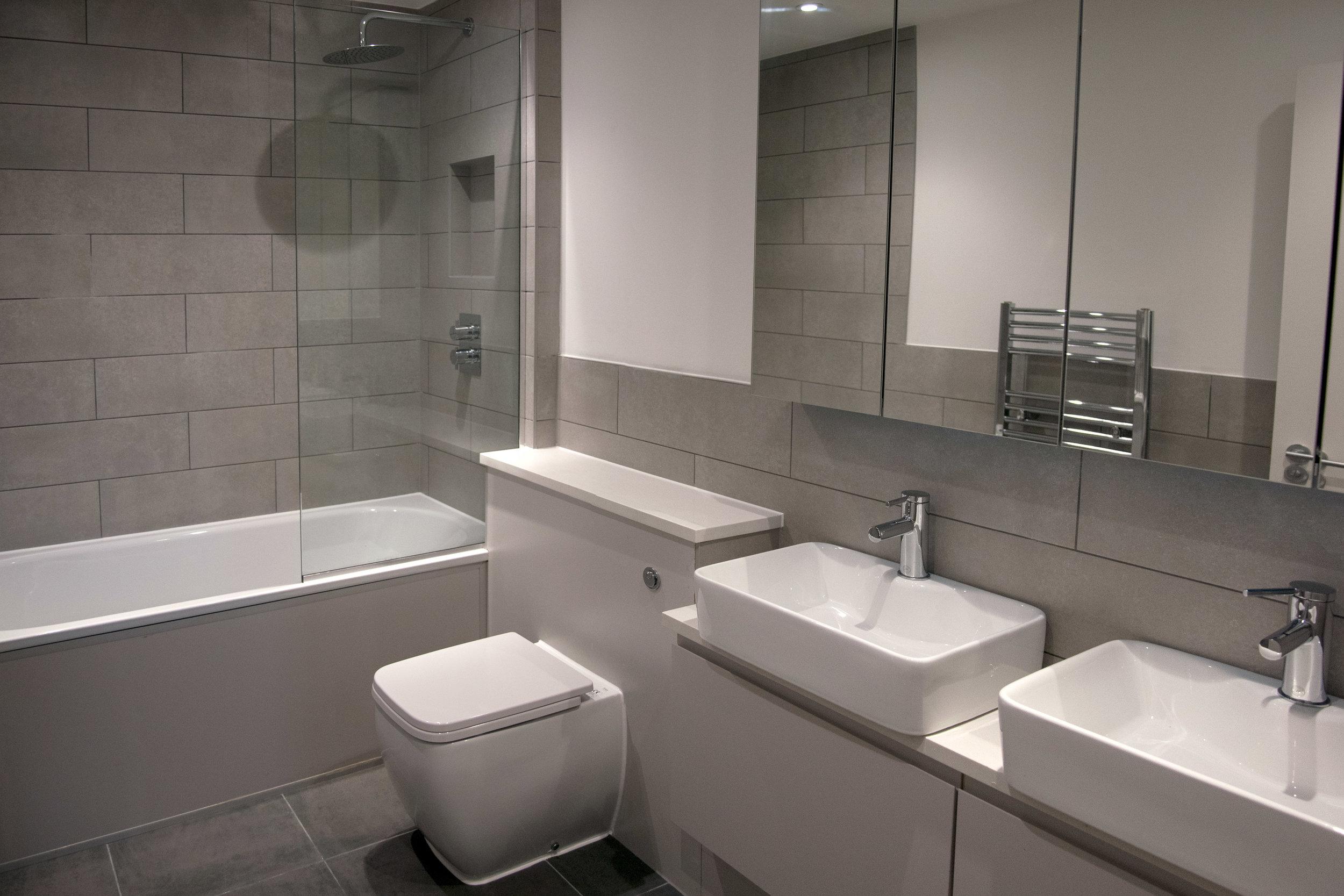 main-bathroom-wide-ground-floor-flat--1--radbourne-road-DCP.jpg
