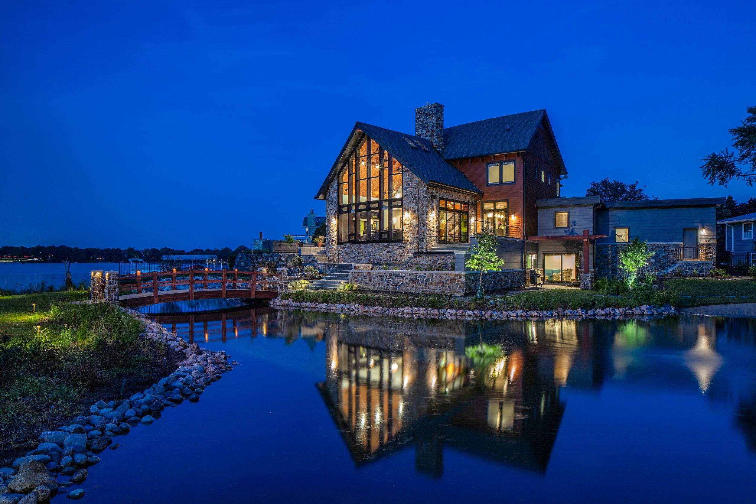 Modern Solar Lakehouse   Lake Zurich