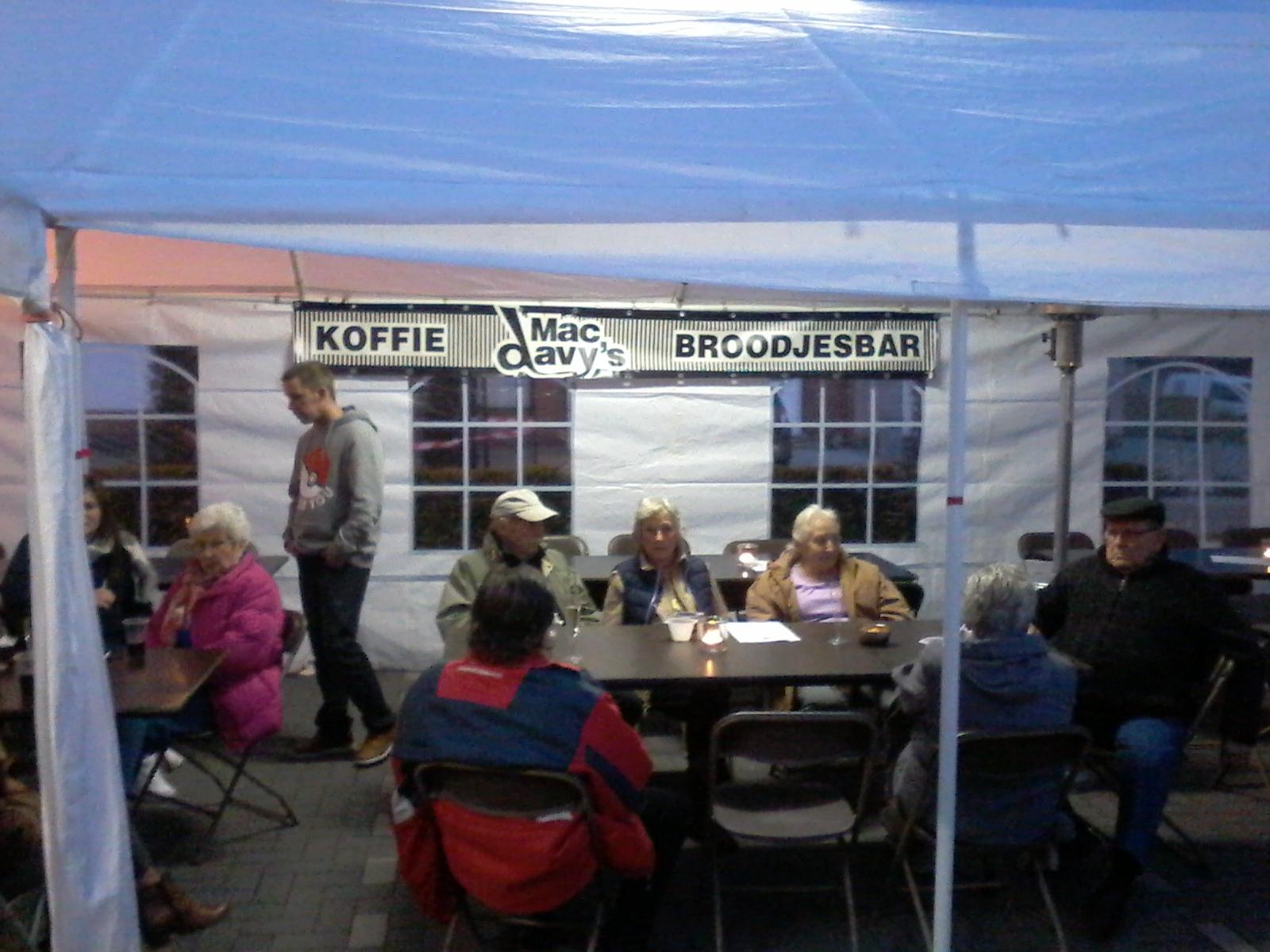 Buren feest Alfonds Jeurissenstraat 2016 (5).jpg