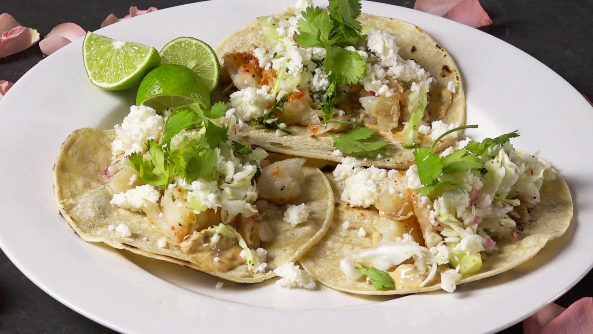 miroslava's-chipotle-tacos-de-pescado2.jpg