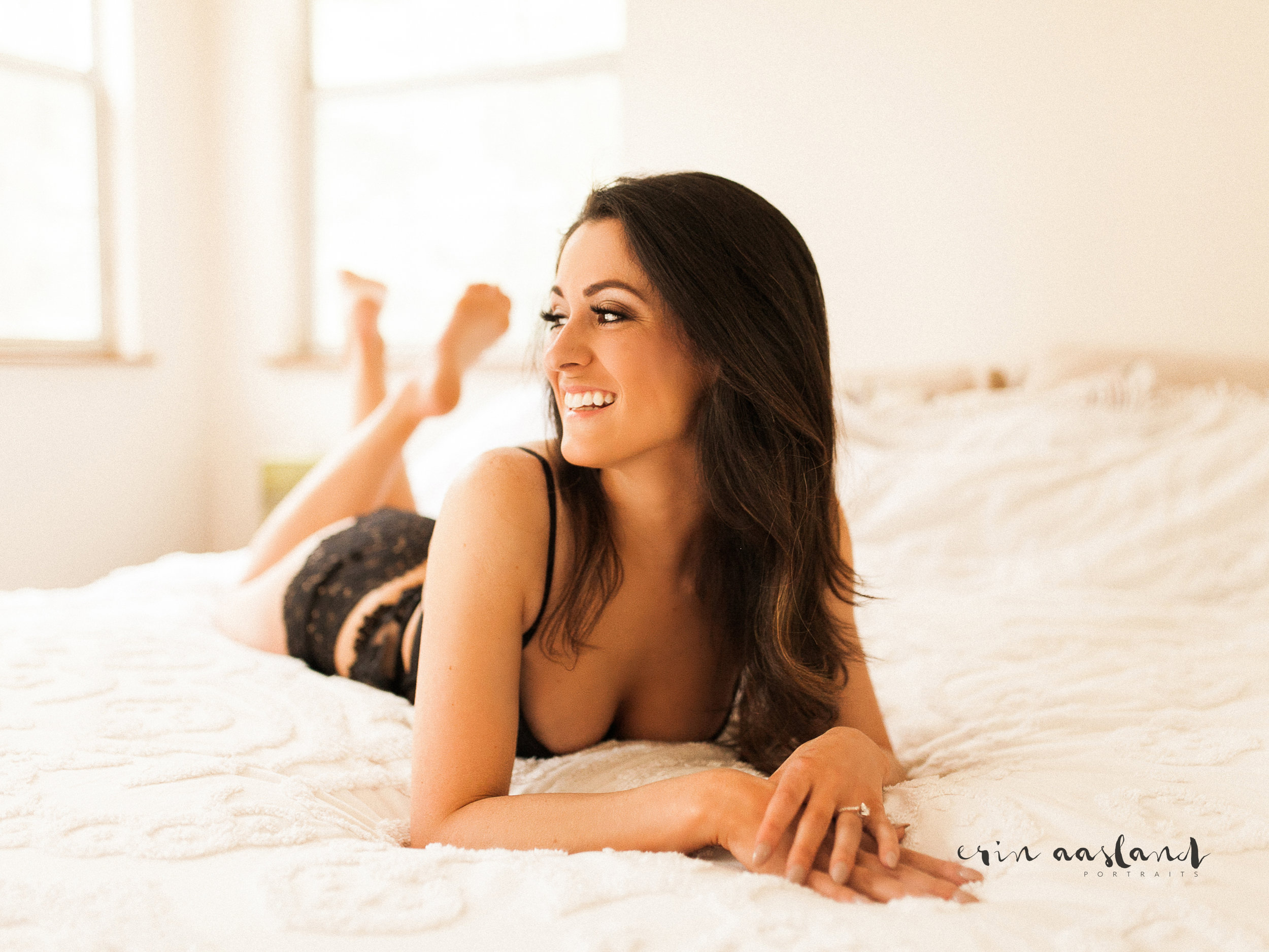 Erin Aasland Snoqualmie Boudoir Photography In Home laying on bed
