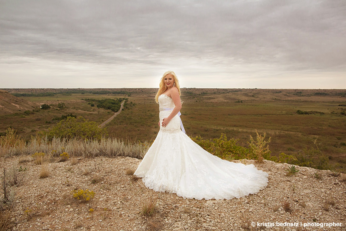 A girl that spends her entire life growing up in West Texas deserves a bridal shot like this one. HELLO! Gorgeous!