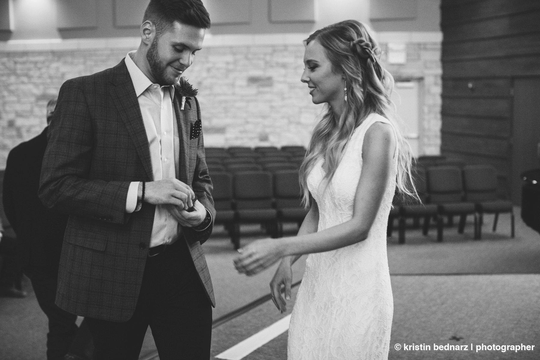 kristin_bednarz_wedding_photographer_20190214_00028sneak_peek.JPG