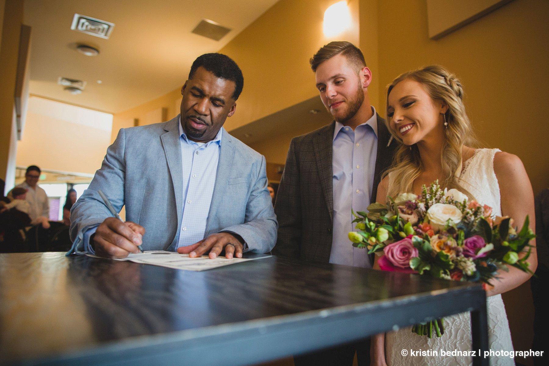 kristin_bednarz_wedding_photographer_20190214_00054sneak_peek.JPG
