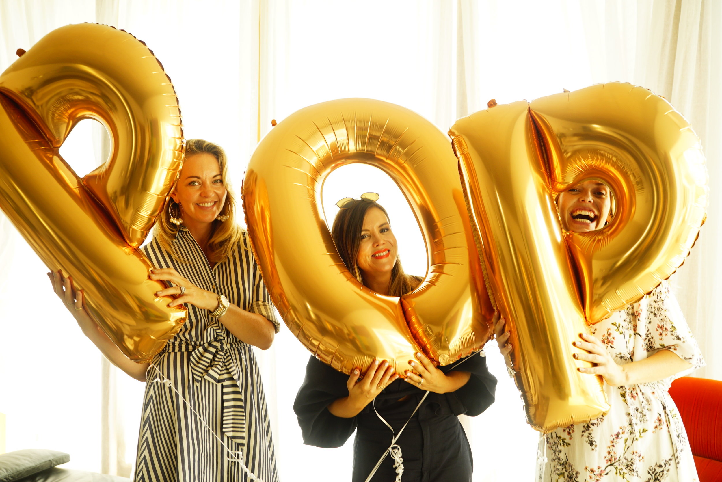 gold pop balloons baby shower.JPG