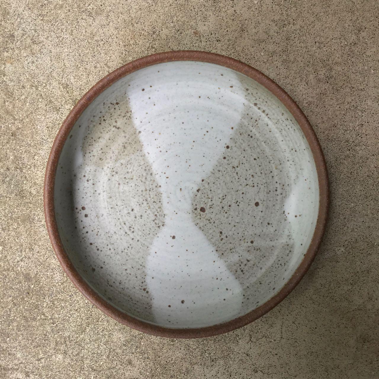 1047 Medium serving bowl bare rim top.jpg