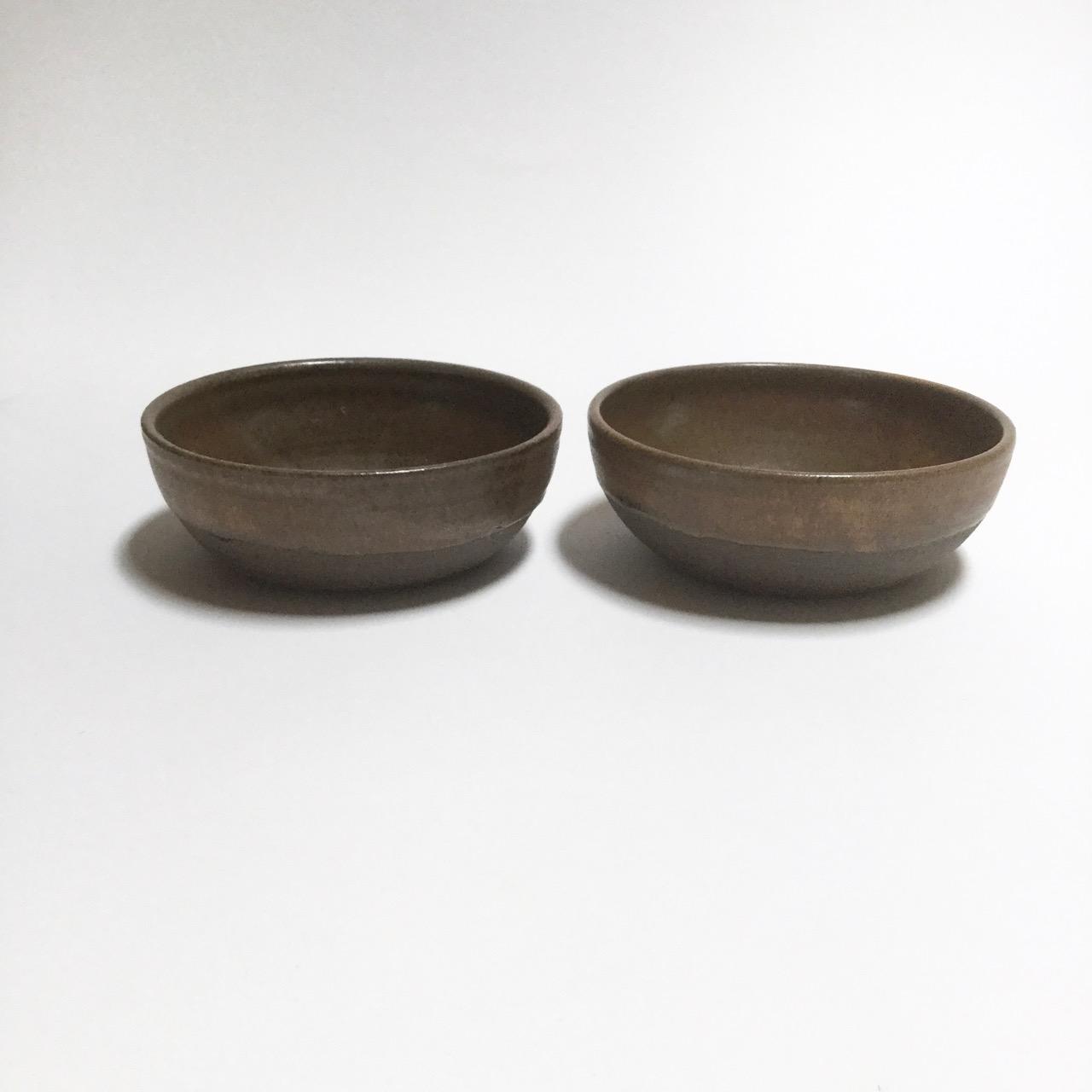 1122 Pair brown bowls side.jpg