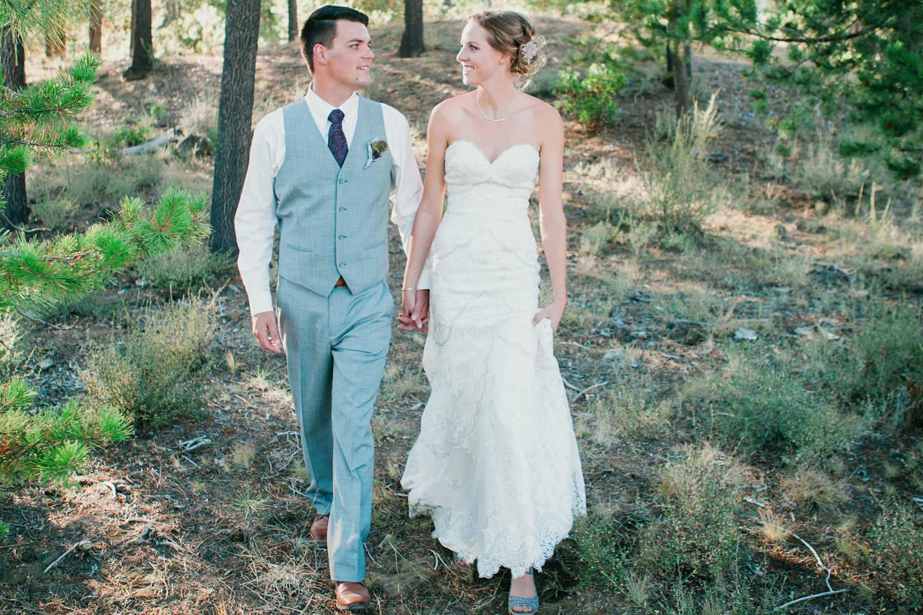 the suitcase studio - lifestyle wedding photographer in bend oregon