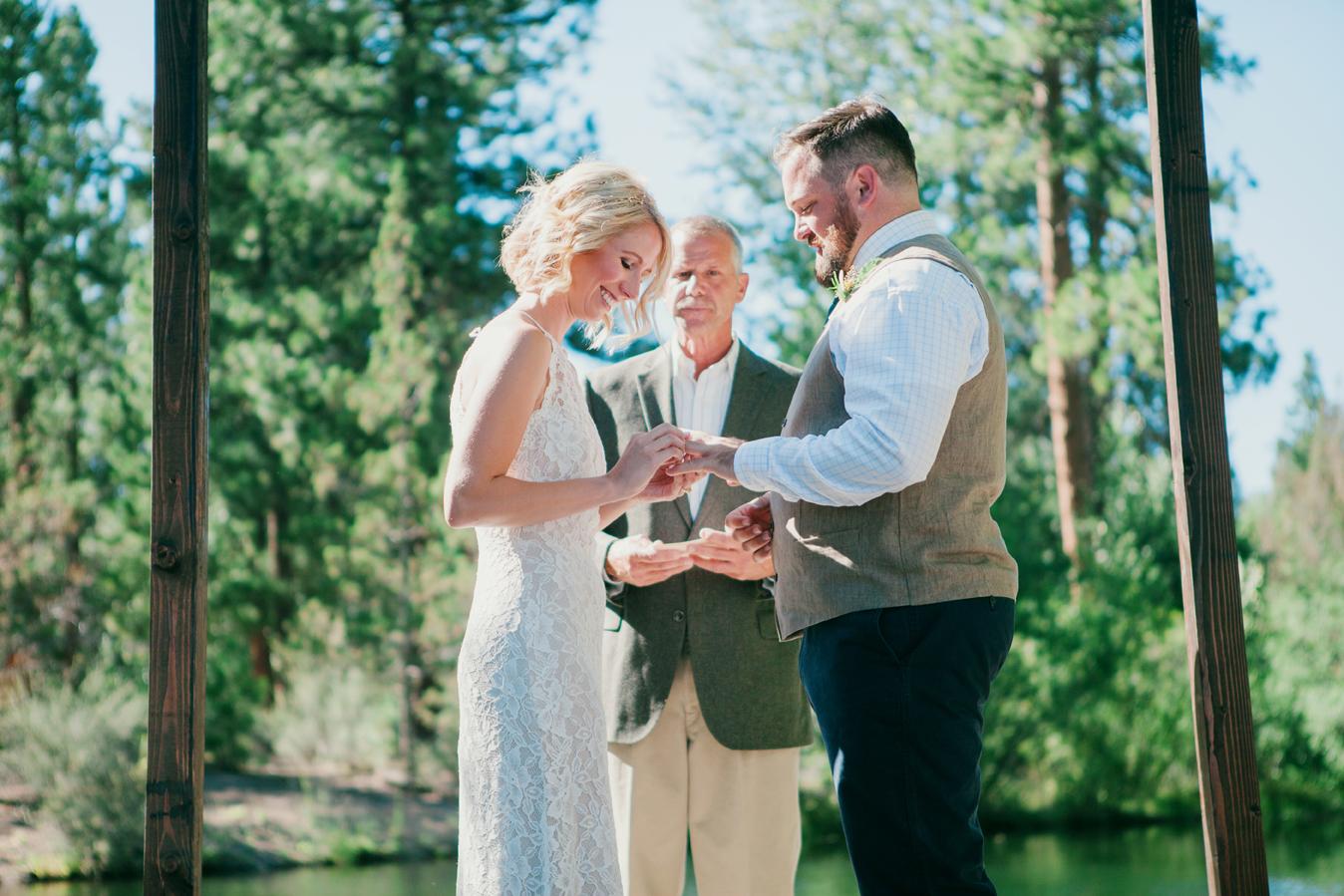 bend oregon wedding photographer - the suitcase studio