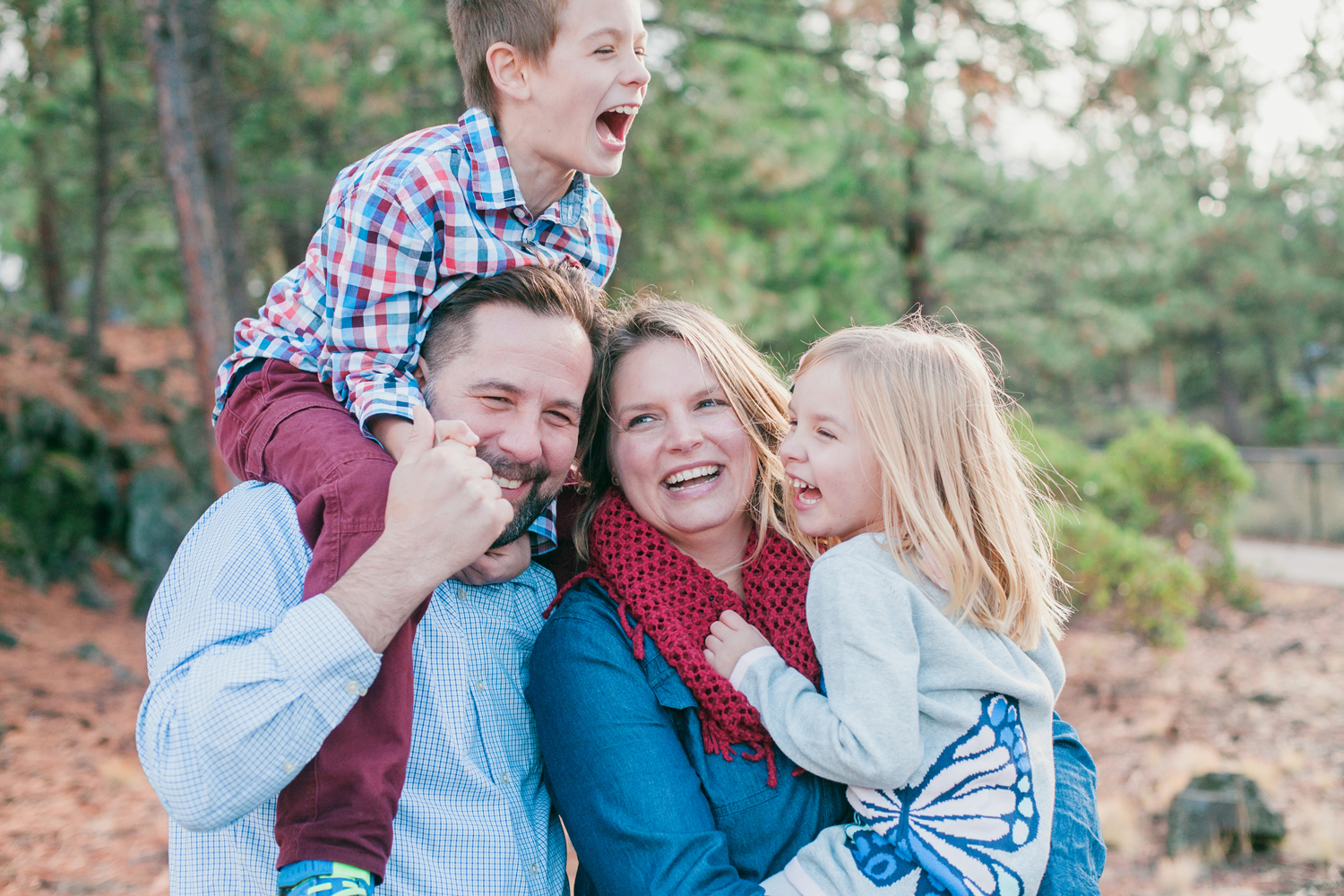 The Suitcase Studio offers fun lifestyle photography and documentary family photography services in bend, oregon, orange county, california and nationwide.