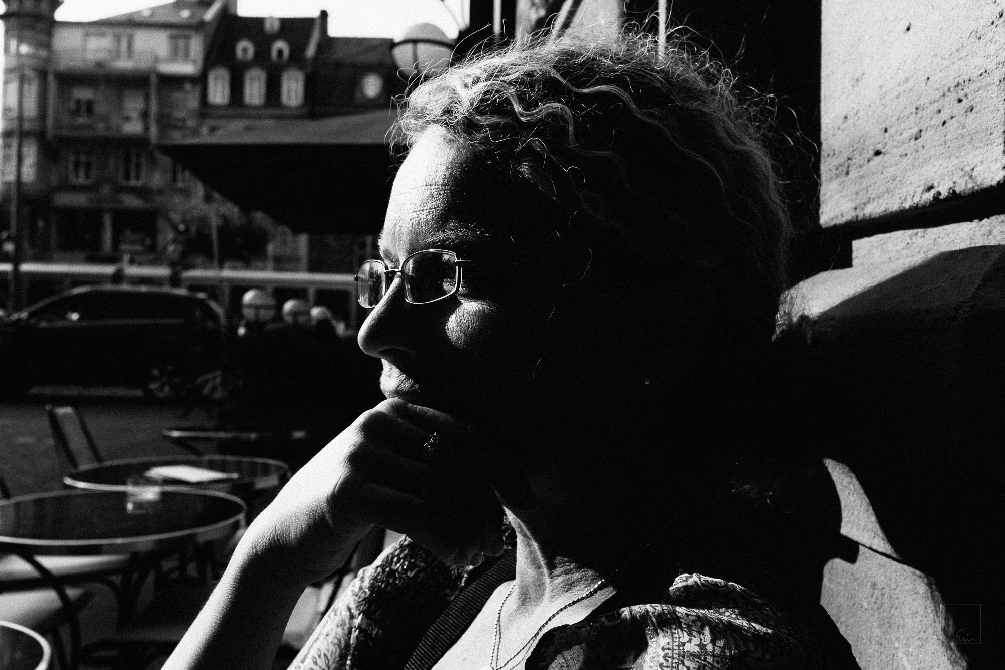 Contemplating café life as a pastime