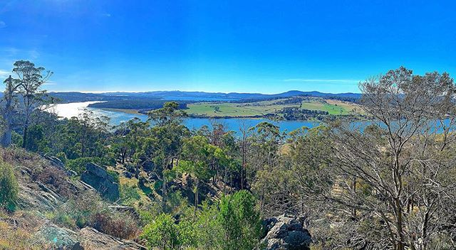 Only a 5 minute drive from @rosevearshotel is Brady's Lookout 📸 🏞  A unique attraction in the Tamar Valley, Brady's Lookout was once the hideout for bushranger Mathew Brady. Ample parking, BBQ, toilets, all access ramps and viewing platforms, this is a great spot for a picnic lunch. Views up and down the Tamar River with the vista extending over 120kms to Ben Lomond massif in the south and almost all the way to the coast and Bass Strait to the north.  The viewing platforms are set right on the cliff edge with the escarpment falling away to the river 140 metres below. There is also interpretation signage in regards to Mathew Brady telling the story of the famous bush ranger 📜🍃 . . . 📞63 944 074  #TamarValley #Tasmania #tamartours #wine #rosevearshotel #australia #seeaustralia #travel #tour #winetour #discovertasmania  #redwine #tourist #sparklingwine #winetasting #vineyardvines #explore #vacation #australianhistory #history . . . . . 📸@ren_watson
