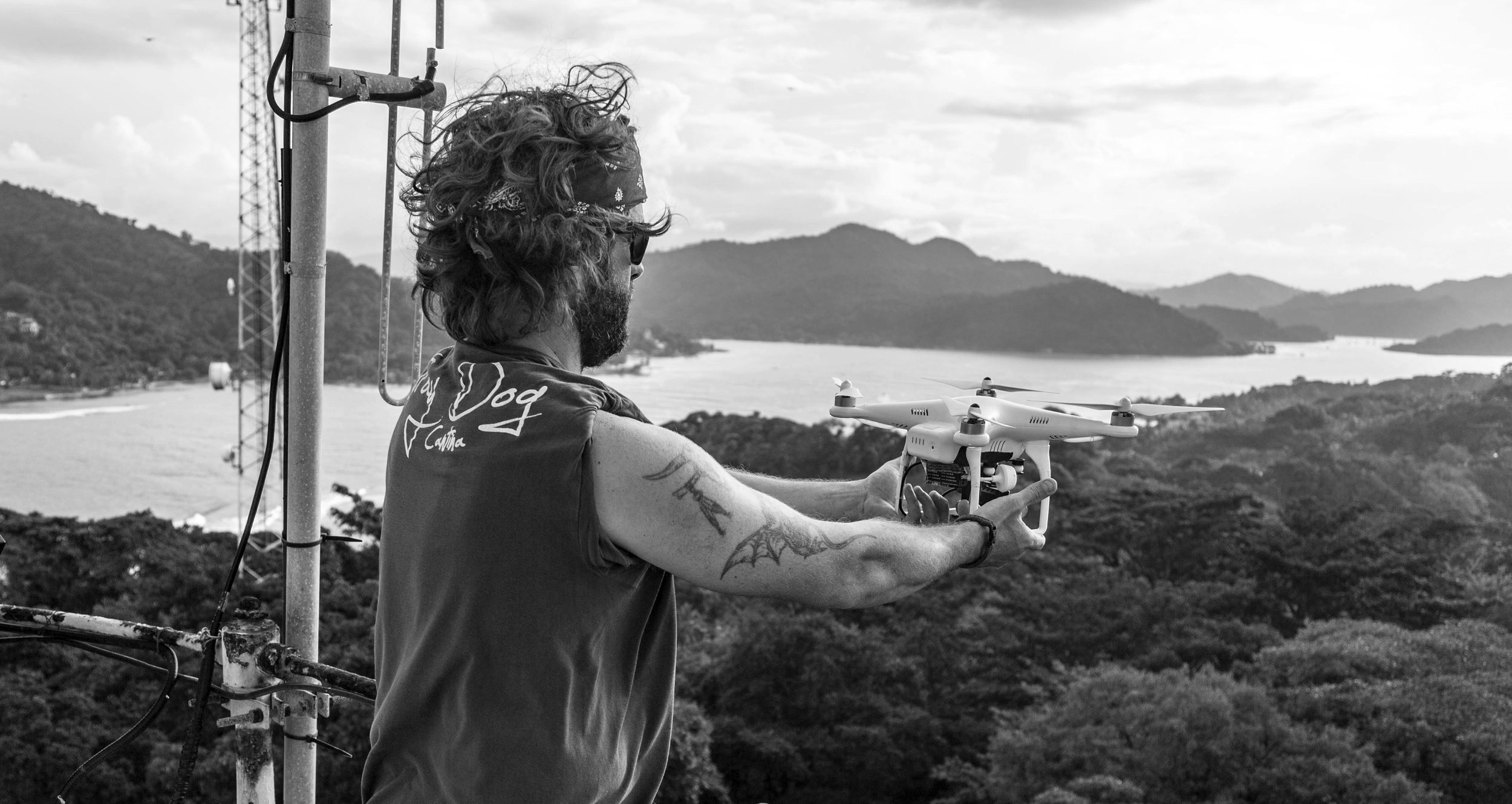 Catching a quadcopter on assignment near Panama. (2014) Photo: Scott Hardesty (www.scotthardestymedia.com)