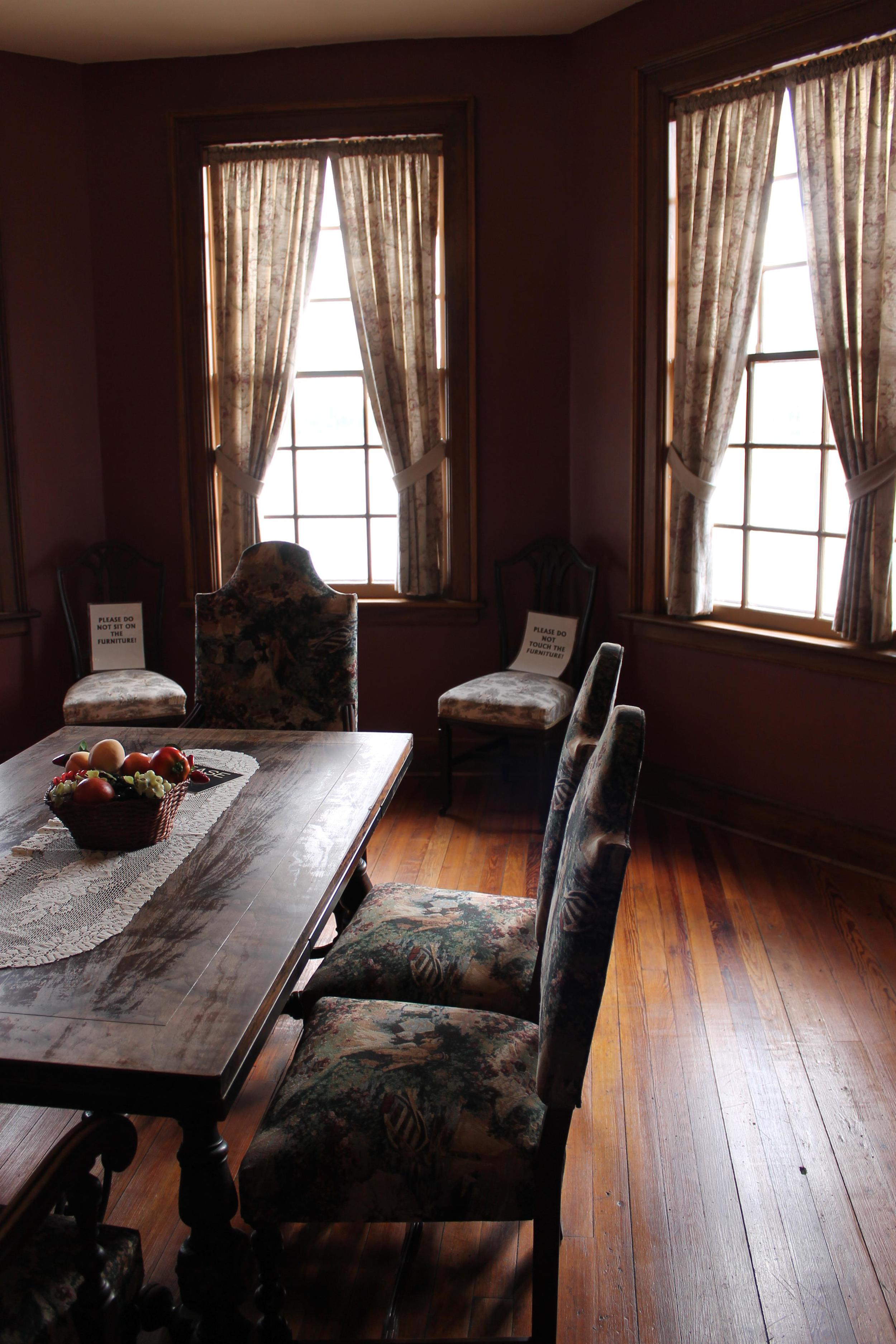 boldt_boathouse_diningroom.JPG