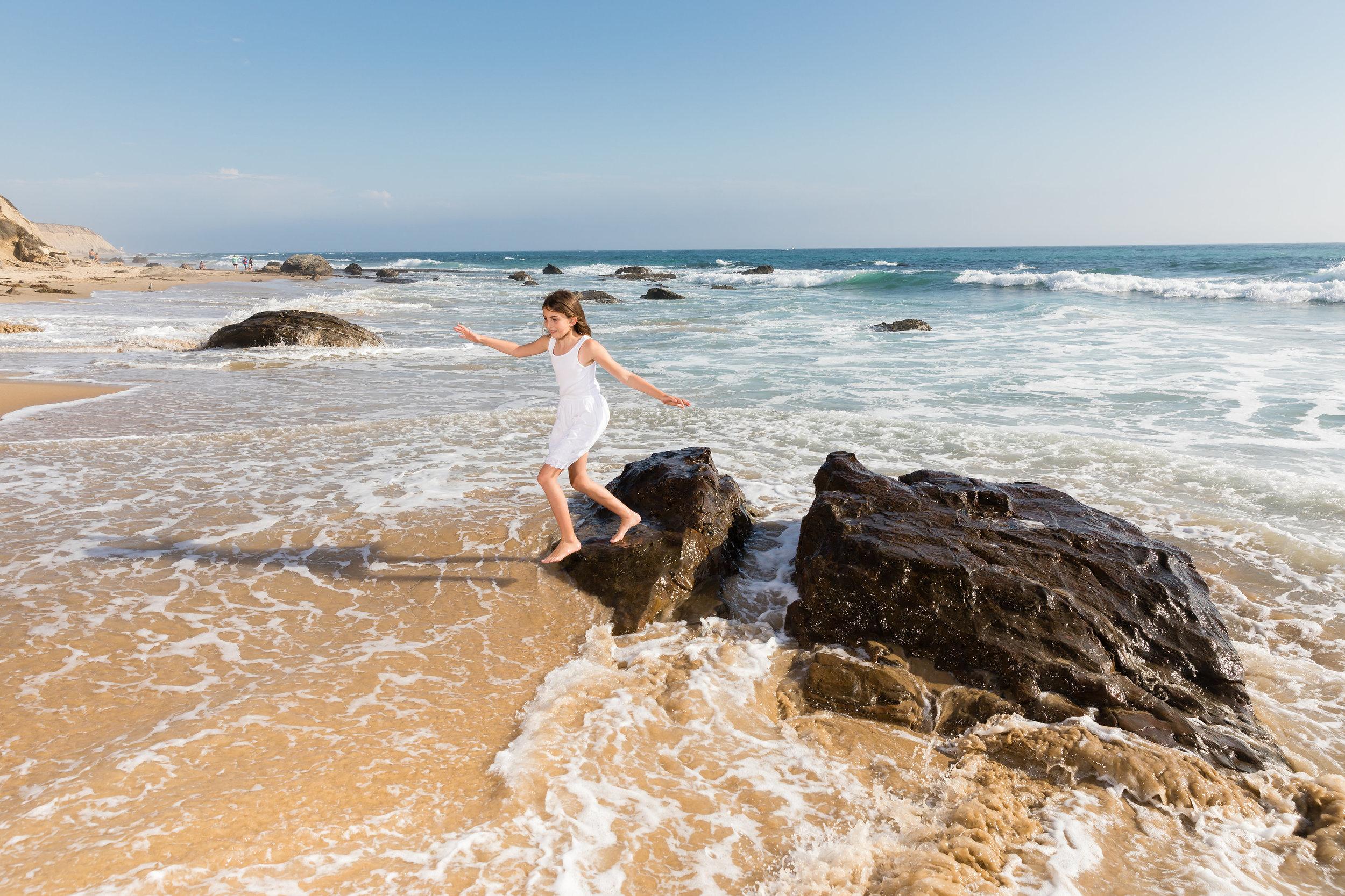 beach lifestyle portraits newport crystal cove.jpg