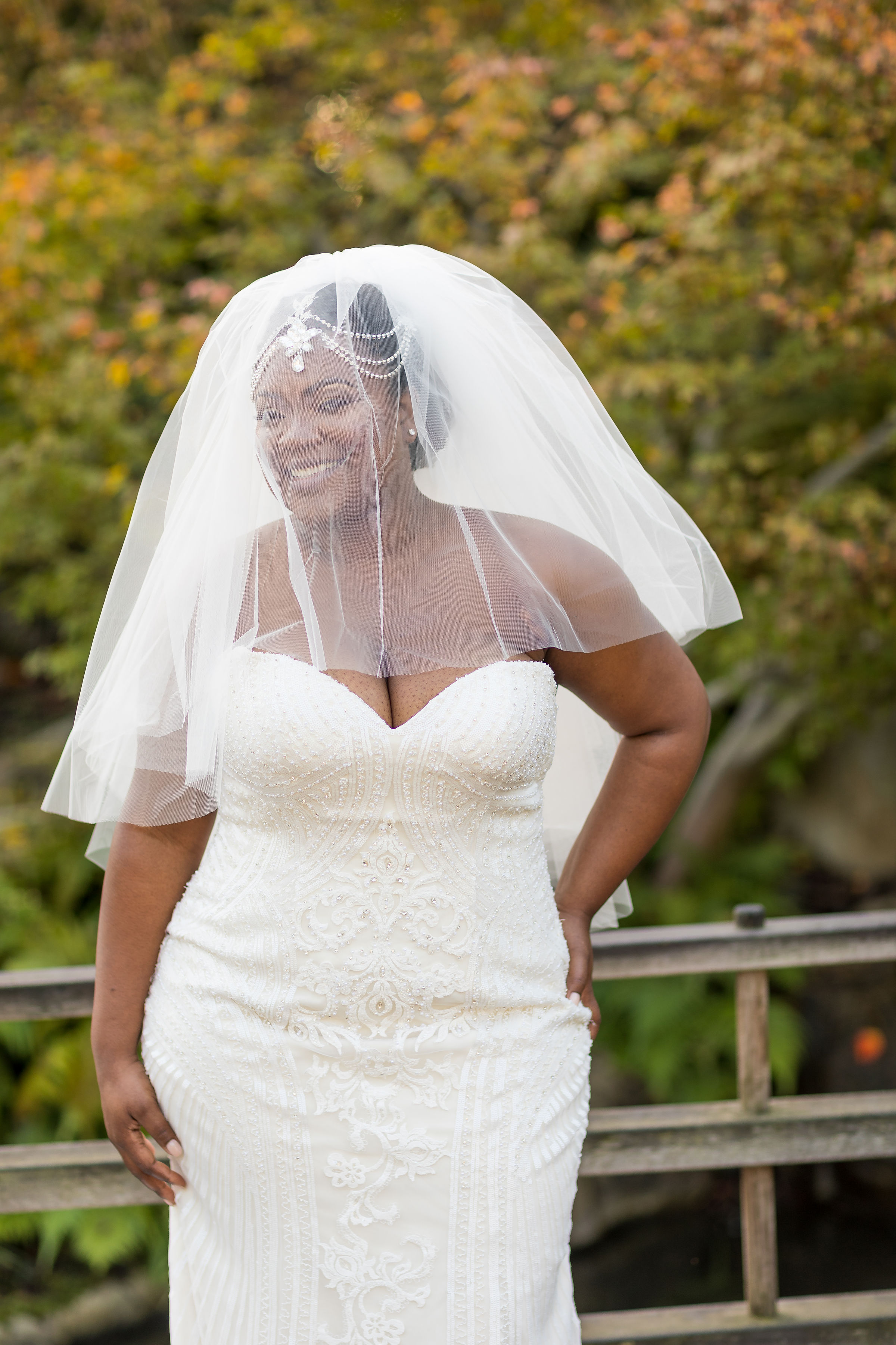 Beautiful bride with short fluffy veil.jpg